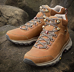 Image of women's Cairn Mid Hiking Boots