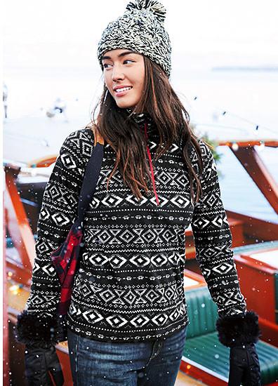 A woman wearing a Quest Fleeece 1/4-Zip