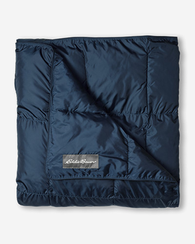 Insulated Camping Accessories: Travel Throw
