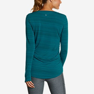 Thumbnail View 2 - Women's Trail Light Ruched Long-Sleeve V-Neck T-Shirt