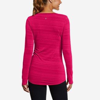 Thumbnail View 2 - Women's Trail Light Ruched Long-Sleeve V-Neck T-Shirt
